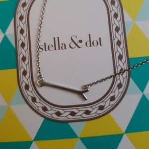 Stella and dot silver arrow necklace